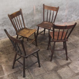 4 houten stoelen