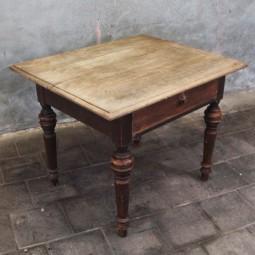 Vroeg 19e eeuwse tafel