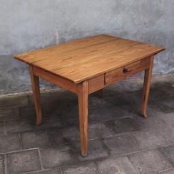 Grenen 19e eeuwse tafel