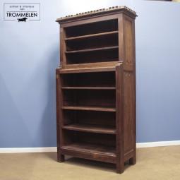 Neogotische boekenkast