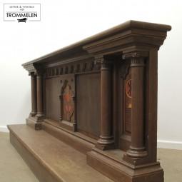 Neogotische kerkbanken