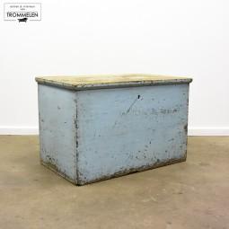 Lichtblauwe kist