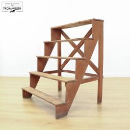Brede houten trap/etègere