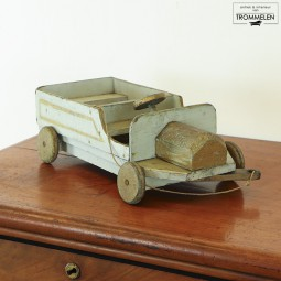 Houten speelgoedauto