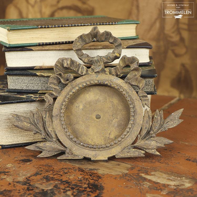 Louis XVI ornament
