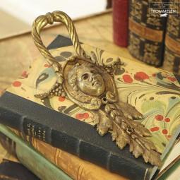 Antiek wandornament